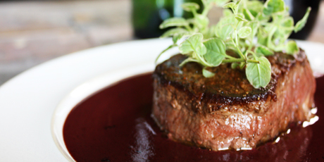filet_mignon_with_creamy_red_wine_sauce_001